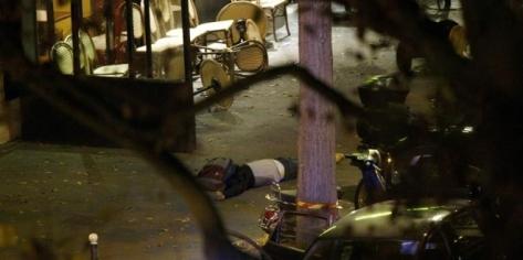 De forma casi simultánea, seis ataques golpearon la noche de la capital francesa, con sus bares y terrazas llenas de gente gracias a las suaves temperaturas