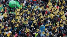 Miles de ciudadanos piden a las autoridades más acción contra el cambio climático en todo el mundo estos días.