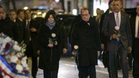 En cuanto llegó a París, el presidente de EE.UU., Barack Obama, fue al teatro Le Bataclan, donde rindió tributo a las víctimas de los ataques del 13 de noviembre.
