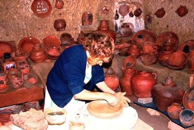 Cultura y La Lisadera reabren la cueva alfar de la alfarera María Guerra