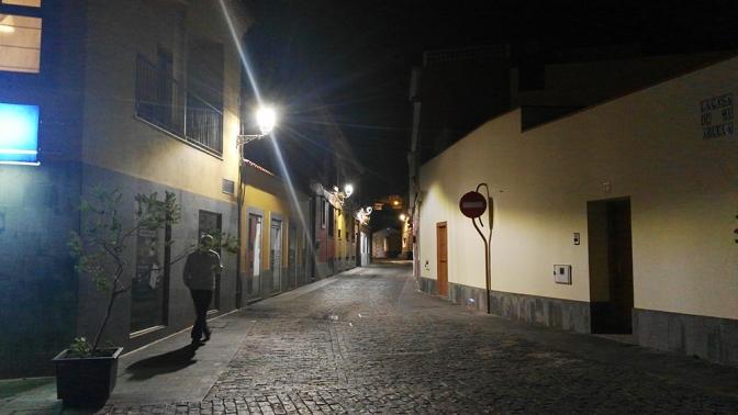 Las nuevas lámparas y el control horario del alumbrado municipal reducen el consumo eléctrico en la Villa